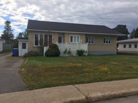 Duplex for sale in Sept-Îles, Côte-Nord, 609, Avenue  Franquelin, 22901375 - Centris