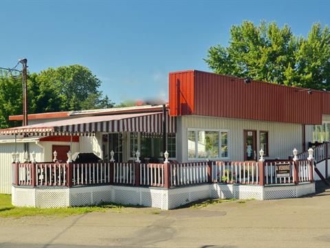 Immeuble à revenus à vendre à Témiscouata-sur-le-Lac, Bas-Saint-Laurent, 30, Rue  Pelletier, 19561973 - Centris