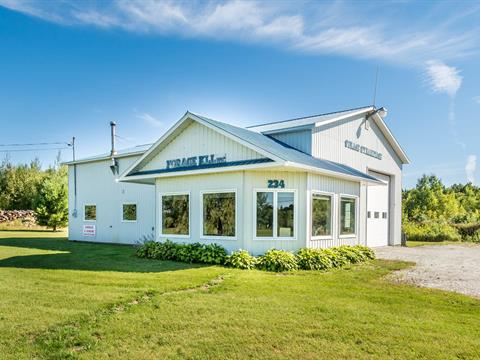 Commercial building for sale in Bonsecours, Estrie, 234, Rue de l'Église, 10146907 - Centris