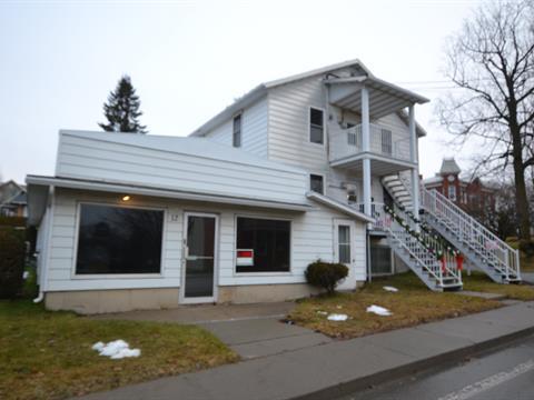Triplex for sale in Warwick, Centre-du-Québec, 12 - 12B, Rue de l'Hôtel-de-Ville, 21106265 - Centris