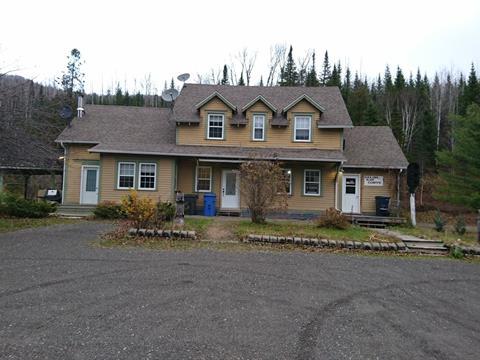 Triplex à vendre à Matapédia, Gaspésie/Îles-de-la-Madeleine, 50, boulevard  Perron Ouest, 22691203 - Centris
