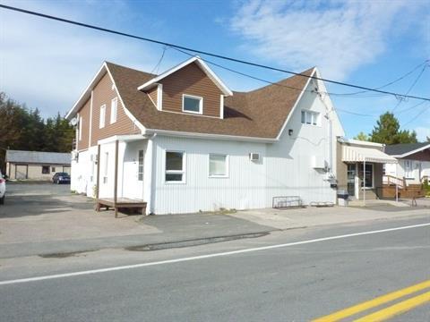 Bâtisse commerciale à vendre à Sainte-Jeanne-d'Arc, Saguenay/Lac-Saint-Jean, 391 - 393, Rue  Principale, 21800835 - Centris