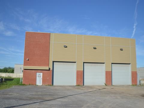 Bâtisse industrielle à vendre à Saint-Rémi, Montérégie, 60, Rue  Roger-Dorais, 18146139 - Centris