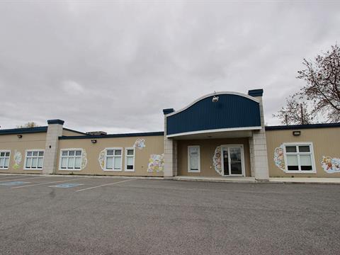 Commercial building for sale in Saint-Paul, Lanaudière, 812 - 812A, boulevard de L'Industrie, 12757969 - Centris