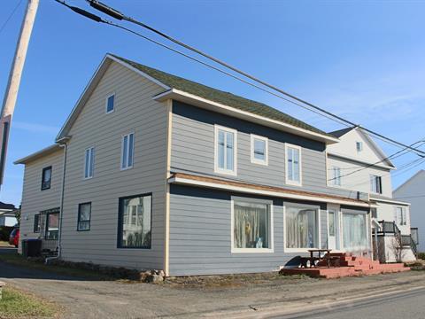 Quadruplex à vendre à Sainte-Hélène-de-Kamouraska, Bas-Saint-Laurent, 256, Rue  Principale Ouest, 28921146 - Centris