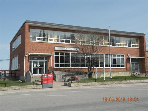Commercial building for sale in La Sarre, Abitibi-Témiscamingue, 221, Rue  Principale, 10303115 - Centris