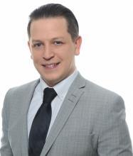 Matthew Larsen, Courtier immobilier