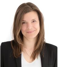 Coralie Barnard, Courtier immobilier