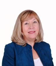 Halina Kralka, Courtier immobilier
