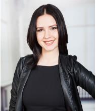 Alexandra Lomova, Courtier immobilier