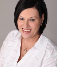 Lynn Dickner, Courtier immobilier agréé