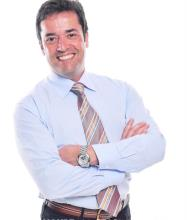 Luis Cruz, Courtier immobilier