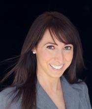Victoria Marinacci, Courtier immobilier