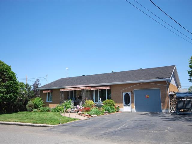 Maison à vendre à L'Isle-Verte, Bas-Saint-Laurent, 18, Rue  Drapeau, 20602496 - Centris.ca