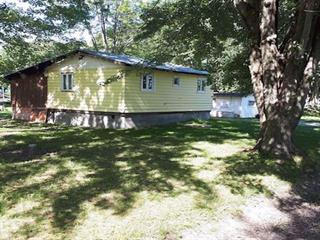 Cottage for sale in Henryville, Montérégie, 75, Rue  Richelieu, 12635712 - Centris.ca