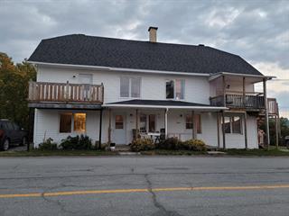 Triplex à vendre à Témiscouata-sur-le-Lac, Bas-Saint-Laurent, 816 - 816B, Rue  Commerciale Nord, 18200226 - Centris.ca