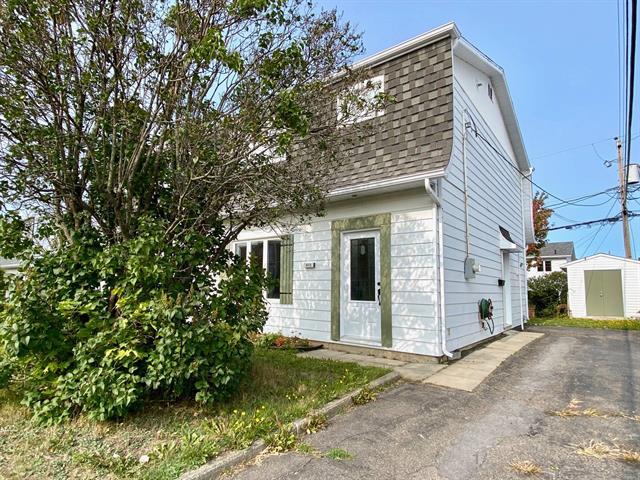 House for sale in Rimouski, Bas-Saint-Laurent, 472, Rue  Godbout, 26773892 - Centris.ca