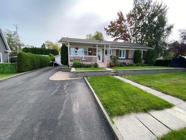 Maison à vendre à Saguenay (Jonquière), Saguenay/Lac-Saint-Jean, 2345, Rue  Poitras, 19039373 - Centris.ca