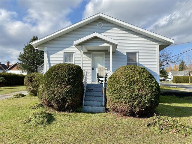 House for sale in Thetford Mines, Chaudière-Appalaches, 2493, Rue  Notre-Dame Est, 9347949 - Centris.ca