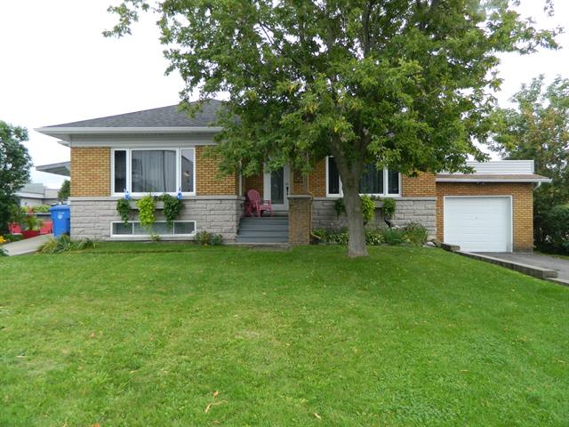 House for sale in Saint-Célestin - Village, Centre-du-Québec, 525, Rue  Houde, 11852268 - Centris.ca