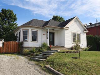 Maison à vendre à Magog, Estrie, 579, Rue  Guertin, 28265531 - Centris.ca