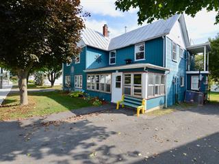 Triplex à vendre à Hemmingford - Village, Montérégie, 570 - 574, Rue  Frontière, 13352231 - Centris.ca