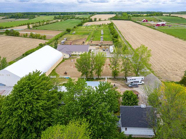 Ferme à vendre à Notre-Dame-de-l'Île-Perrot, Montérégie, 2653, boulevard  Perrot, 27369240 - Centris.ca