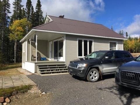 Chalet à vendre à Mont-Valin, Saguenay/Lac-Saint-Jean, Lac  Rouvray, 16152240 - Centris.ca