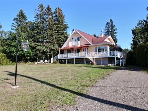Cottage for sale in Rivière-Ouelle, Bas-Saint-Laurent, 202, Chemin de la Pointe, 20952439 - Centris.ca