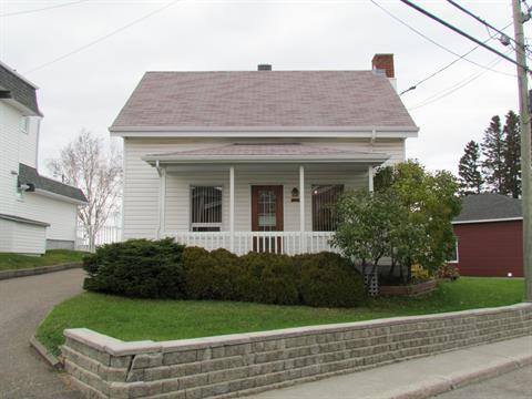 Maison à vendre à Chicoutimi (Saguenay), Saguenay/Lac-Saint-Jean, 360, Chemin de la Réserve, 10170252 - Centris.ca