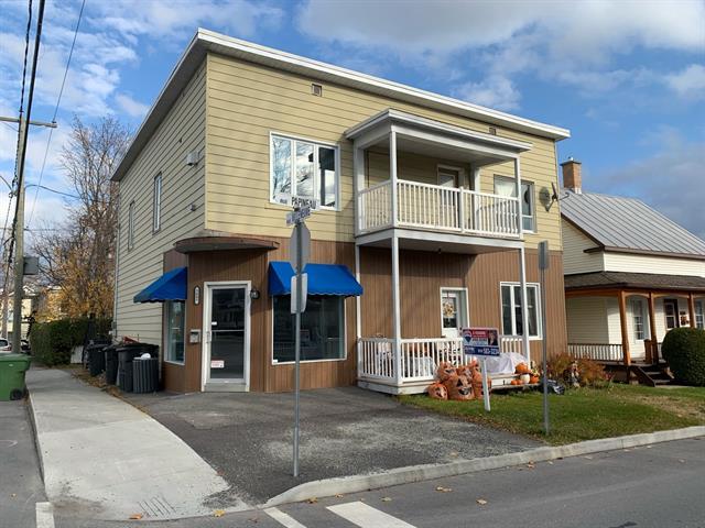 Quadruplex à vendre à Lac-Mégantic, Estrie, 3895 - 3903, Rue  Villeneuve, 28450740 - Centris.ca