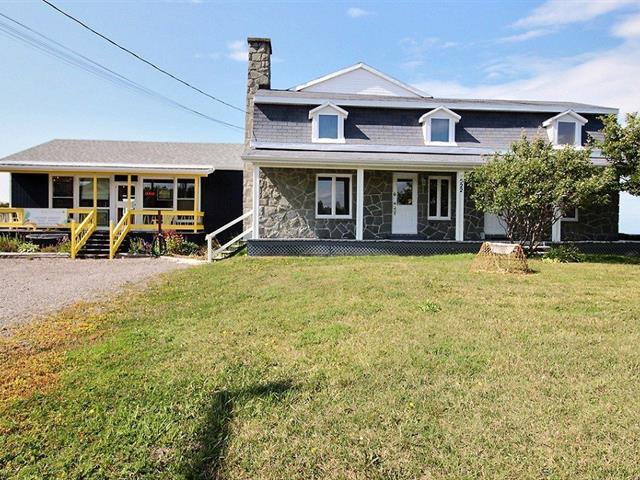 Triplex for sale in Sainte-Flavie, Bas-Saint-Laurent, 522 - 524, Route de la Mer, 22248340 - Centris.ca