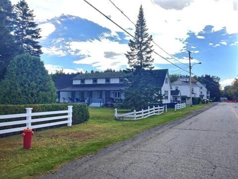 Cottage for sale in Métis-sur-Mer, Bas-Saint-Laurent, 348, Rue  Beach, 9142326 - Centris.ca