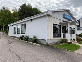 Bâtisse commerciale à vendre à Saguenay (Jonquière), Saguenay/Lac-Saint-Jean, 2465, Rue  Saint-Hubert, 17901240 - Centris.ca