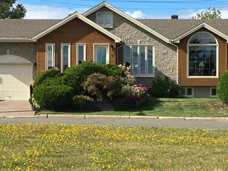 House for sale in Port-Cartier, Côte-Nord, 8, Place  McCormick, 22711848 - Centris.ca