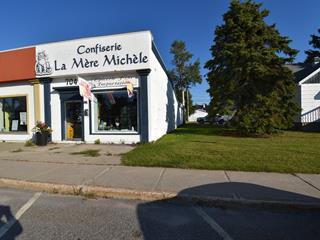 Commercial building for sale in Baie-Comeau, Côte-Nord, 704, Rue  De Puyjalon, 15165049 - Centris.ca