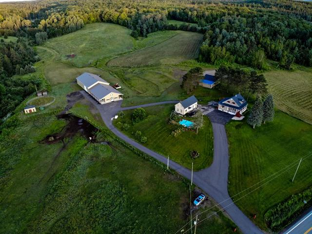 Fermette à vendre à Saint-Adelphe, Mauricie, 700, Route  352, 27796572 - Centris.ca