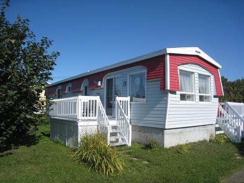 Mobile home for sale in Baie-des-Sables, Bas-Saint-Laurent, 108, Route  132, 22825008 - Centris.ca