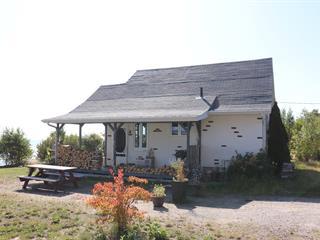 Chalet à vendre à Pointe-Lebel, Côte-Nord, 1193, Rue  Granier, 21556143 - Centris.ca