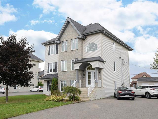 Triplex for sale in L'Assomption, Lanaudière, 871 - 875, boulevard  Lafortune, 27958673 - Centris.ca