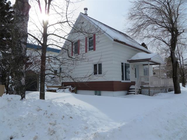 House for sale in Mont-Joli, Bas-Saint-Laurent, 15, Avenue  Guérin, 11010139 - Centris.ca