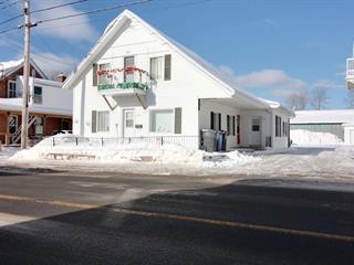 Triplex à vendre à Saint-Tite, Mauricie, 207 - 211, Rue du Moulin, 15149170 - Centris.ca