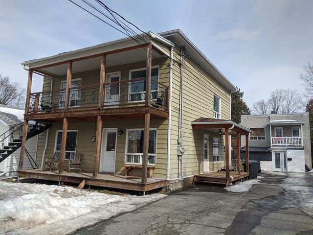 Immeuble à revenus à vendre à Victoriaville, Centre-du-Québec, 104 - 104B, Rue  Perreault, 28353222 - Centris.ca