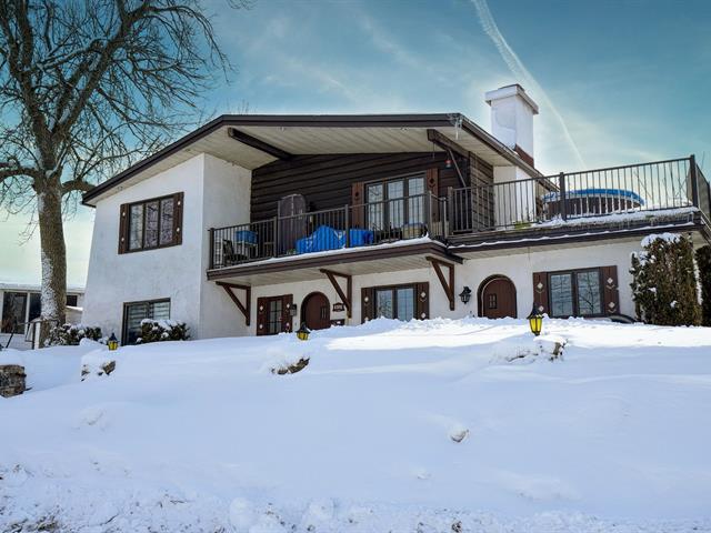 Triplex à vendre à Laval (Laval-Ouest), Laval, 4900 - 4900B, Rue  Riviera, 21765823 - Centris.ca