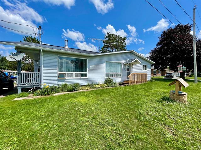 Maison à vendre à Shawville, Outaouais, 233, Rue  Willow, 19957619 - Centris.ca