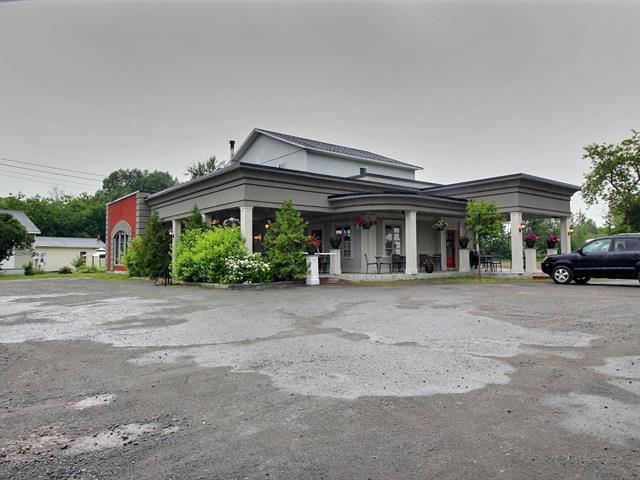 Bâtisse commerciale à vendre à Témiscouata-sur-le-Lac, Bas-Saint-Laurent, 652, Rue  Commerciale Nord, 15922460 - Centris.ca