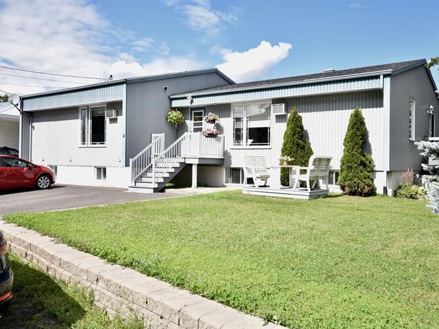 Quadruplex à vendre à Saint-Michel-du-Squatec, Bas-Saint-Laurent, 4, Rue  Saint-Jacques, 10182568 - Centris.ca