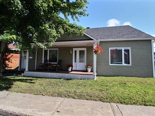 Maison à vendre à Saguenay (Chicoutimi), Saguenay/Lac-Saint-Jean, 123, Rue  Champlain, 13626158 - Centris.ca