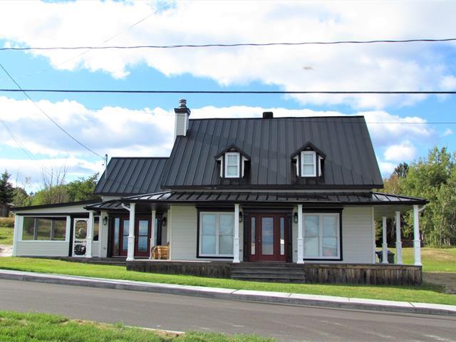 Maison à vendre à La Malbaie, Capitale-Nationale, 142, Rue  Saint-Fidèle, 18667395 - Centris.ca
