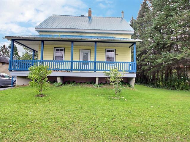 House for sale in La Patrie, Estrie, 19, Rue  Notre-Dame Est, 25639083 - Centris.ca